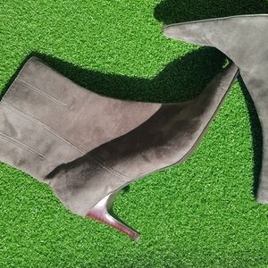 never worn suede NINE WEST ankle boots size 9.5
